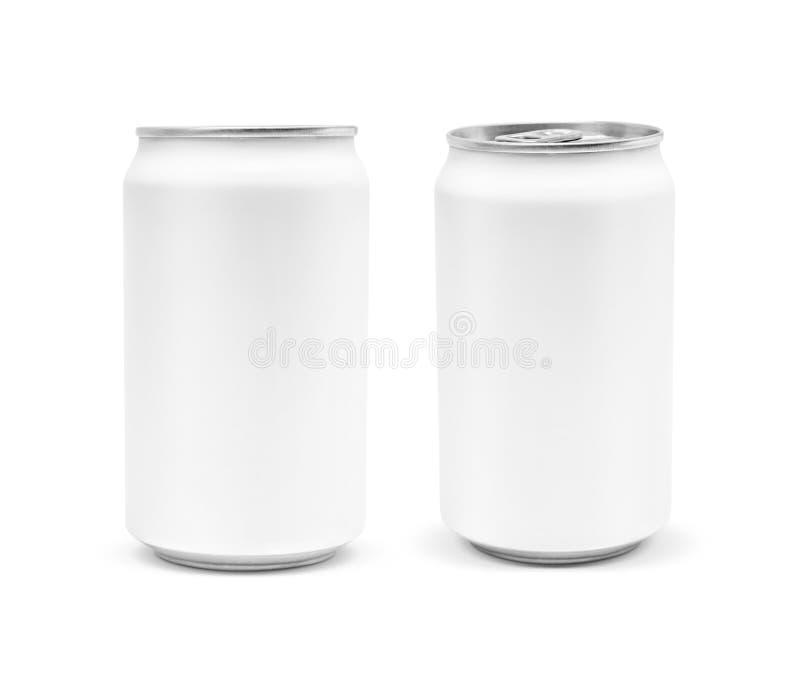 Barattolo di latta d'imballaggio in bianco della bevanda isolato su fondo bianco immagini stock