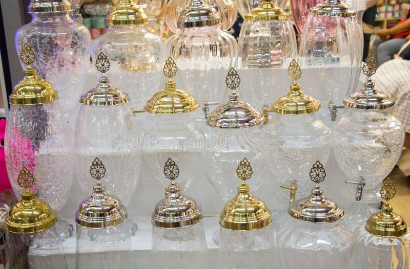 Barattolo di vetro dell'acqua del ewer di stile molto vecchio fotografia stock libera da diritti