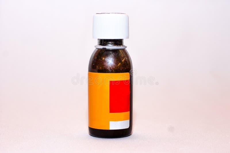 Barattolo nero con le medicine e le vitamine per le malattie fotografia stock libera da diritti