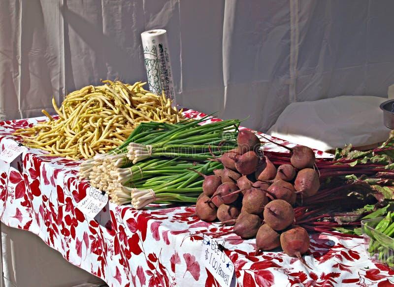 Barbabietole fresche, Scallions, fagiolini verdi gialli fotografia stock
