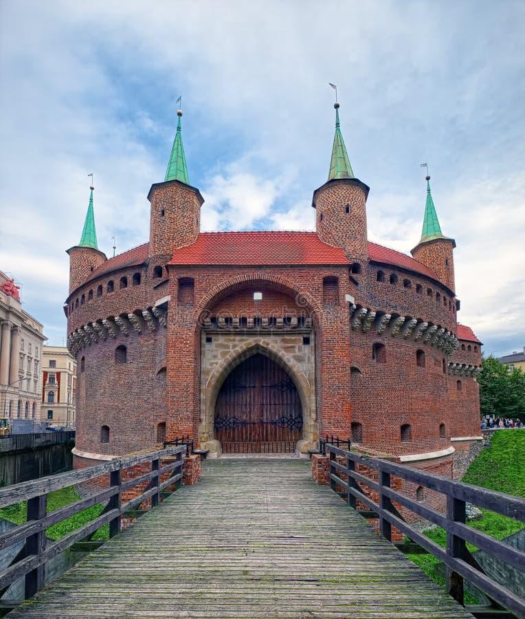 Barbacane, un avant-poste enrichi de vieille ville de Cracovie, Pologne photo stock