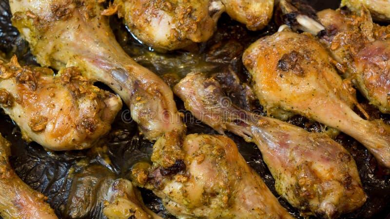 Barbacoa Pollo entero asado Desierto congelado Espinillas del pollo Carne del pollo Piernas de pollo en salsa de ajo parrilla Bbq fotos de archivo