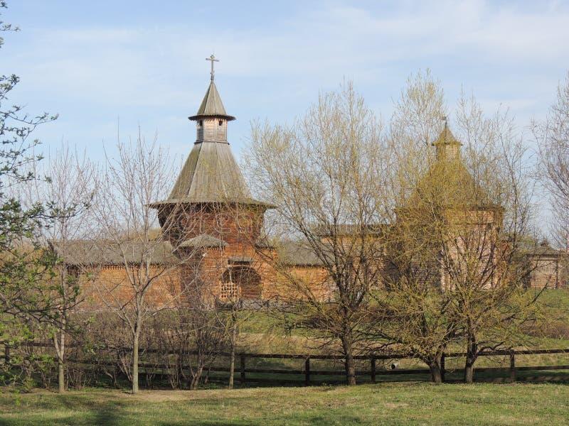 Barbakanu Ð ¡ hurch Nikolo-Korelsky monaster, wierza od Sumskoy Ostrog fortecy i zdjęcia stock