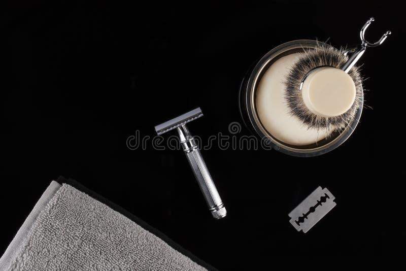 Barbe masculine traditionnelle rasant l'équipement image stock