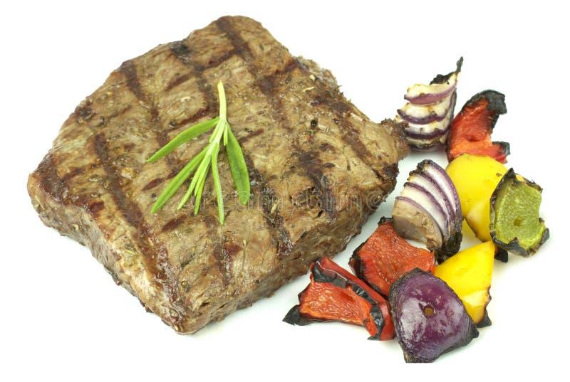 barbecue Bife grelhado, e pimentas grelhadas, cebola fotografia de stock