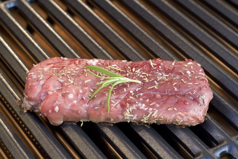 barbecue Bife grelhado, na grade quente fotografia de stock royalty free