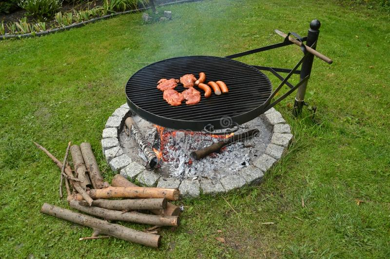 Barbecue de gril de saucisses de proc de biftecks images stock