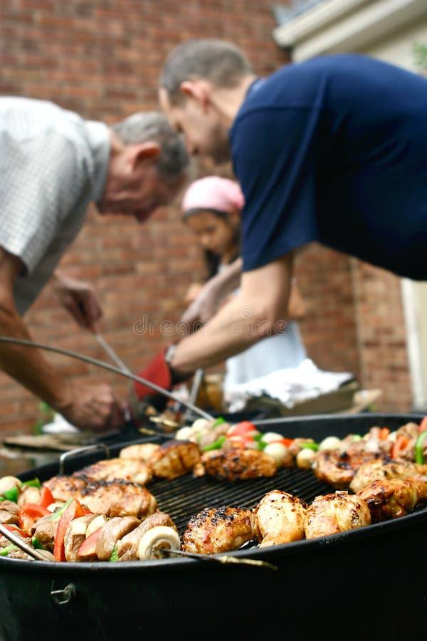 Barbecue in de tuin royalty-vrije stock foto