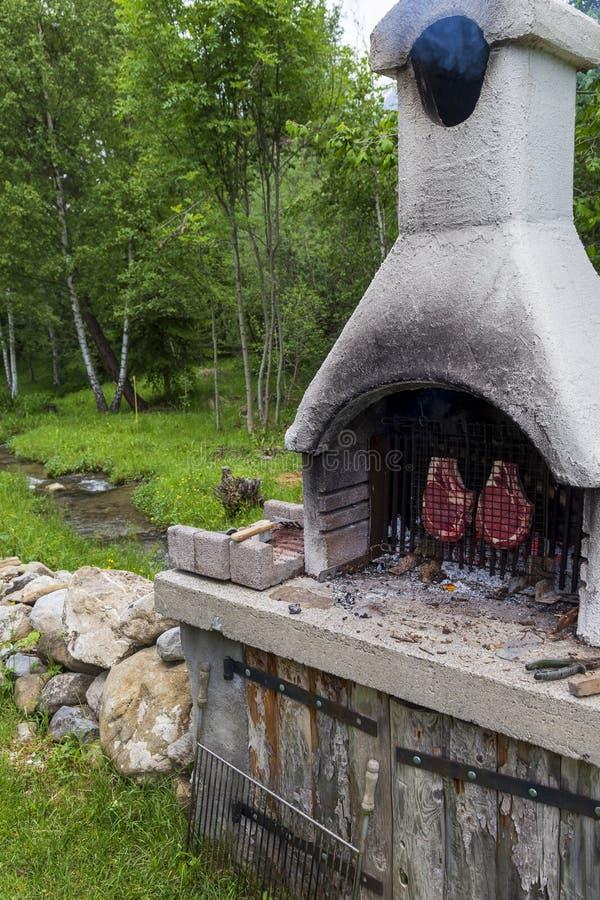 Barbecue in een landbouwbedrijf in Seyne les Alpes royalty-vrije stock foto's