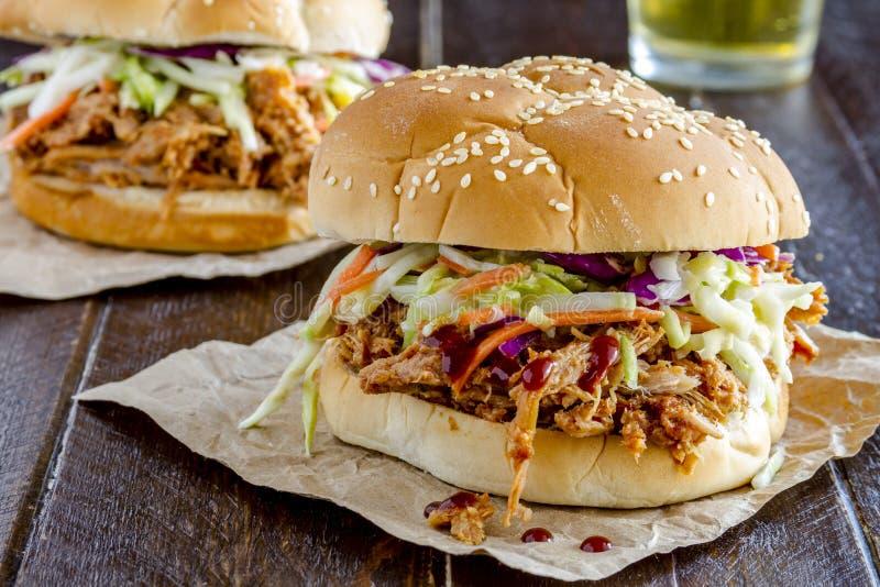 Barbecue Getrokken Varkensvleessandwiches stock afbeelding