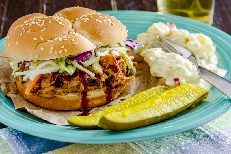 Barbecue Getrokken Varkensvleessandwiches stock foto's