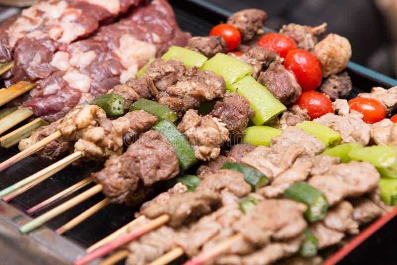 Barbecue in het dienblad van het buffet royalty-vrije stock afbeelding
