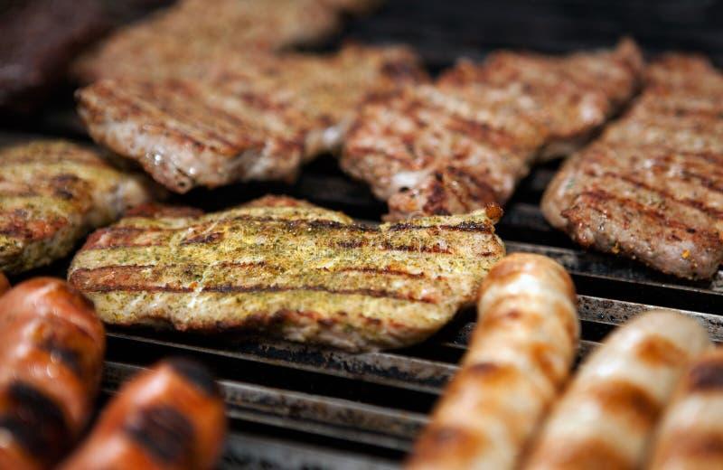 Barbecue - het koken van vlees stock foto's