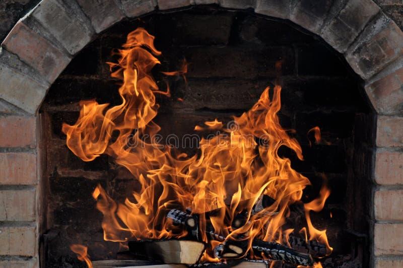 Barbecue met brand royalty-vrije stock afbeeldingen