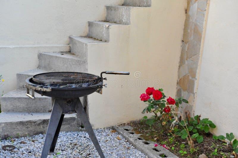 Barbecue op binnenplaats royalty-vrije stock foto