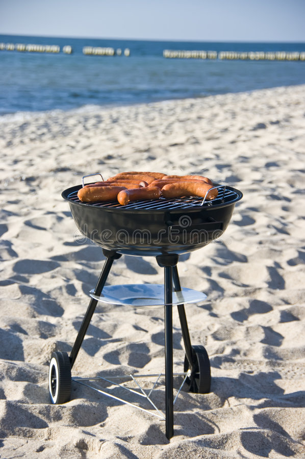 Barbecue op strand royalty-vrije stock afbeelding