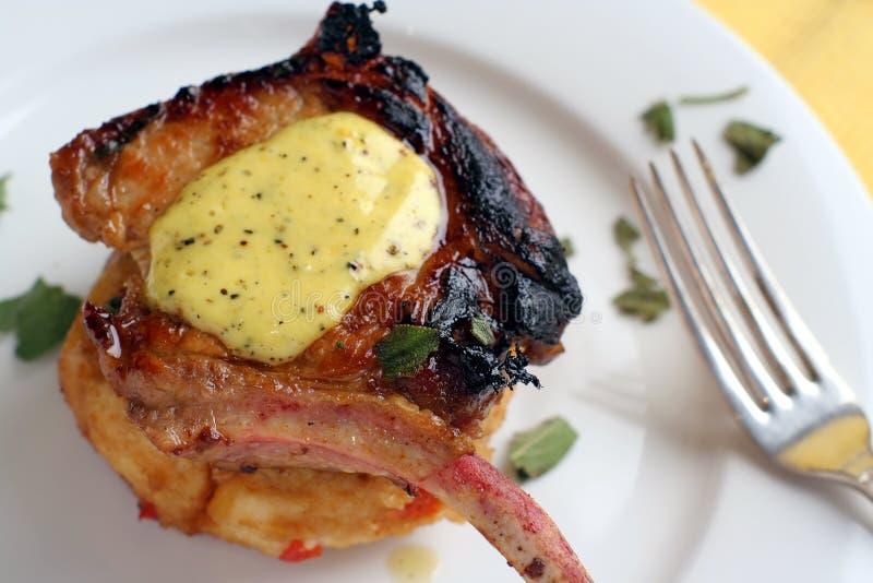 barbecue ou carne de porco e forquilha fritadas bandeja imagens de stock royalty free