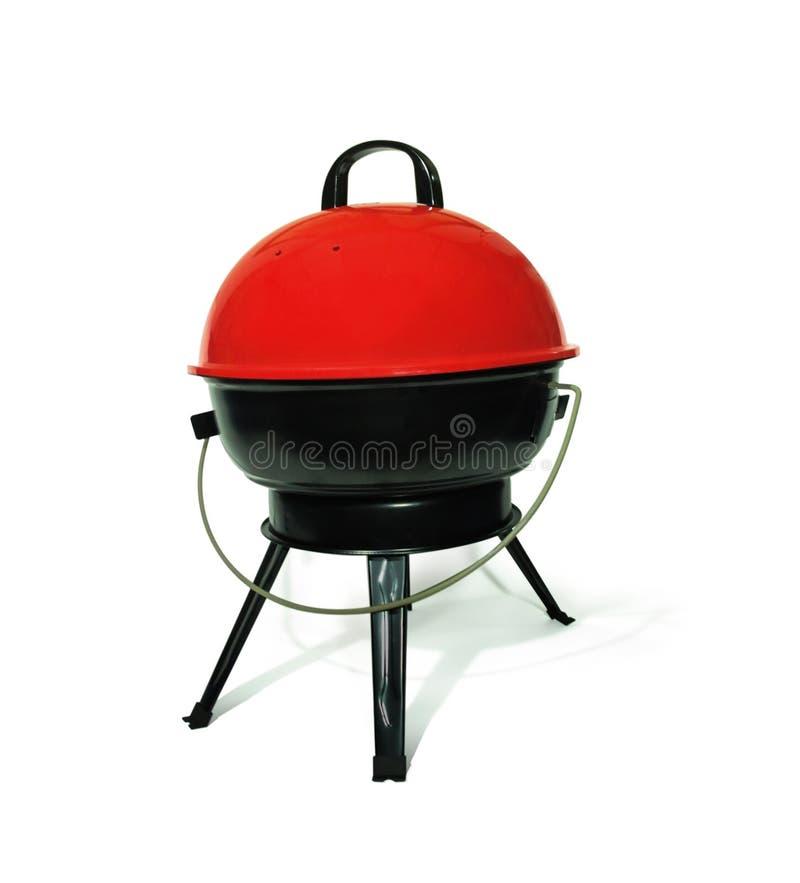 Barbecue portatif de gril de charbon de bois pour la cuisson extérieure et camper sur le fond blanc avec le chemin de coupure images libres de droits