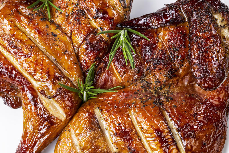 Barbecued, котор курят половинный цыпленок стоковые фотографии rf