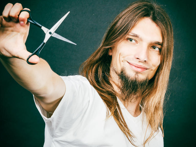 Barbeiro com tesouras à disposição foto de stock royalty free