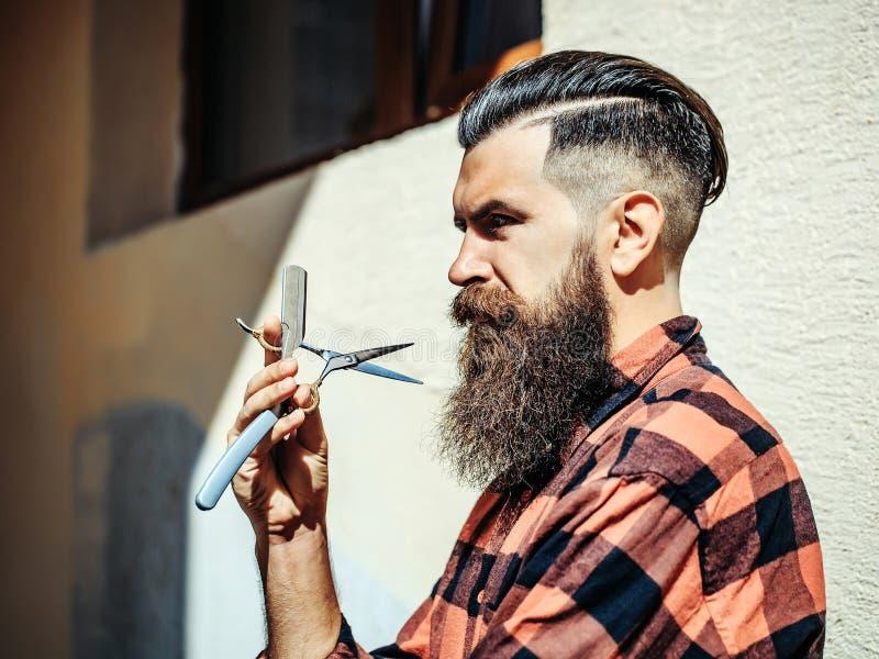 Barbeiro farpado do homem imagem de stock