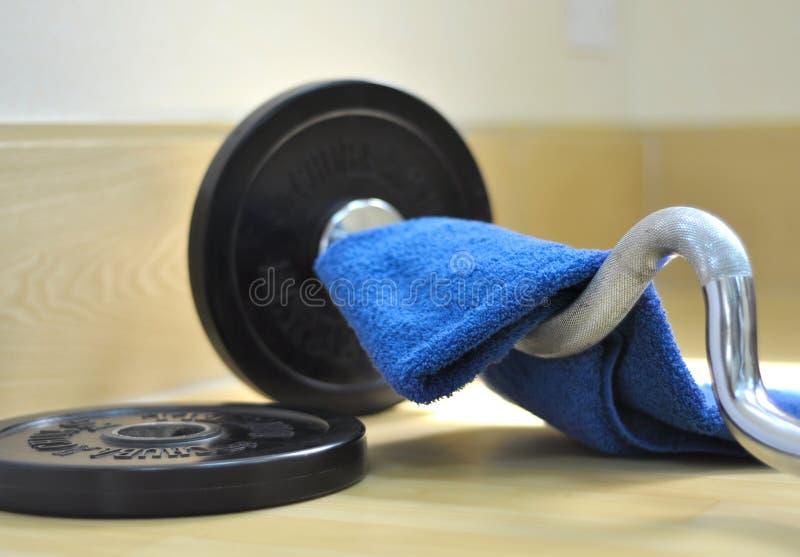Barbell en handdoek royalty-vrije stock afbeelding