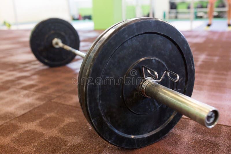 Barbell no assoalho no gym fotografia de stock royalty free