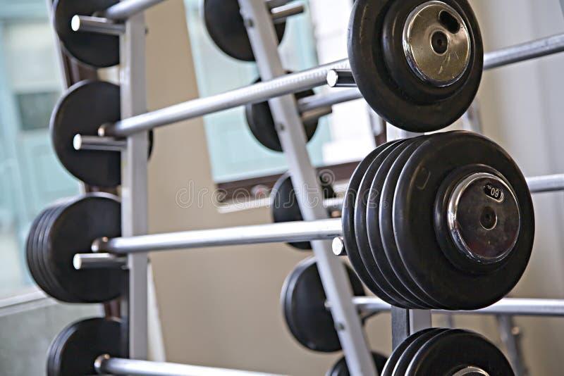 Barbells - strumentazione di ginnastica fotografia stock libera da diritti