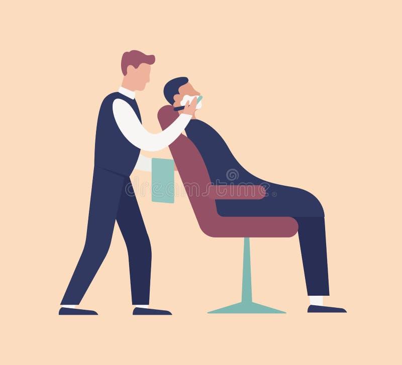 Barberare som sätter skum och rakar sammanträde för ung man på stol Gullig rolig grabb i frisersalong Brudgum som f?rbereder sig  royaltyfri illustrationer