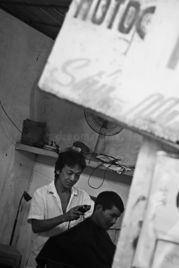 Barberaren shoppar i den Mekong deltan arkivbild