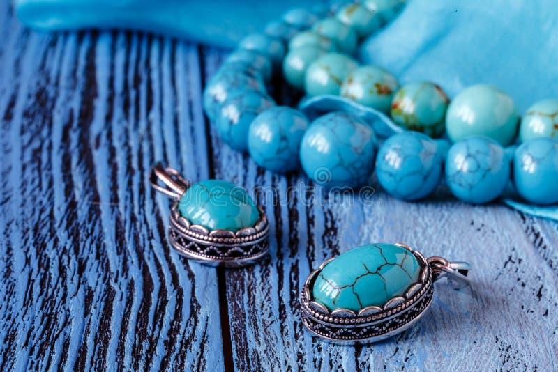 Barbes d'Asure sur la table en bois bleue images libres de droits