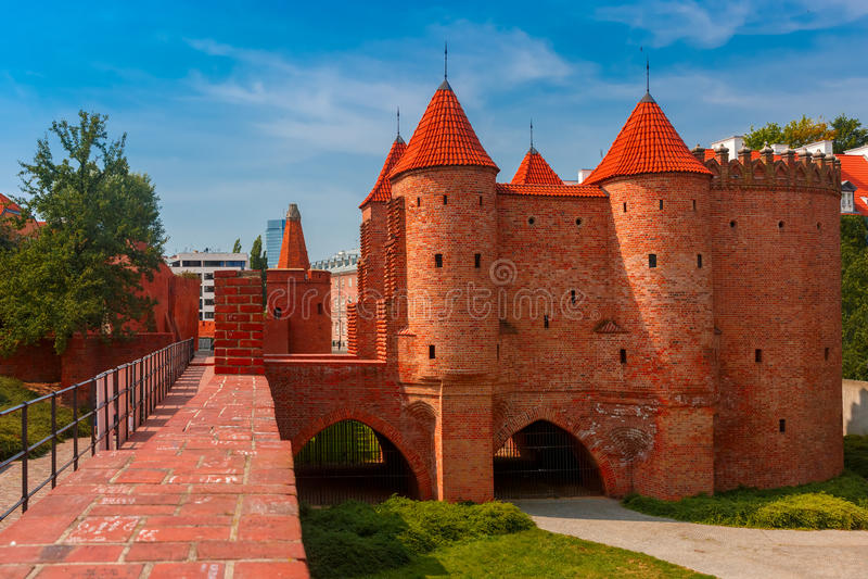 Barbican na cidade velha de Varsóvia, Polônia foto de stock