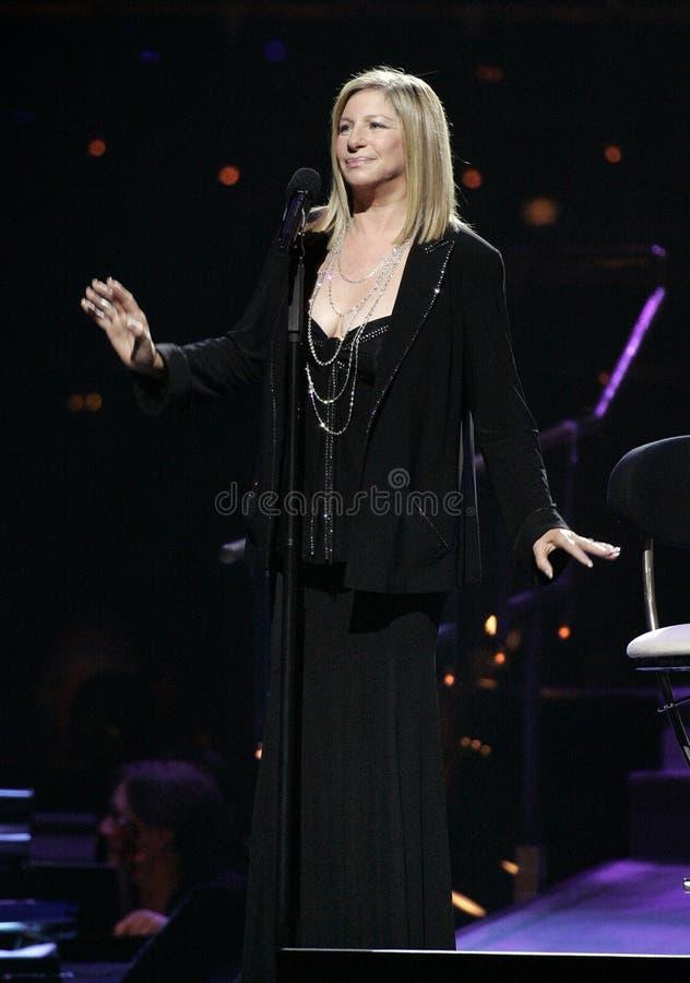 Barbra Streisand utför i konsert fotografering för bildbyråer
