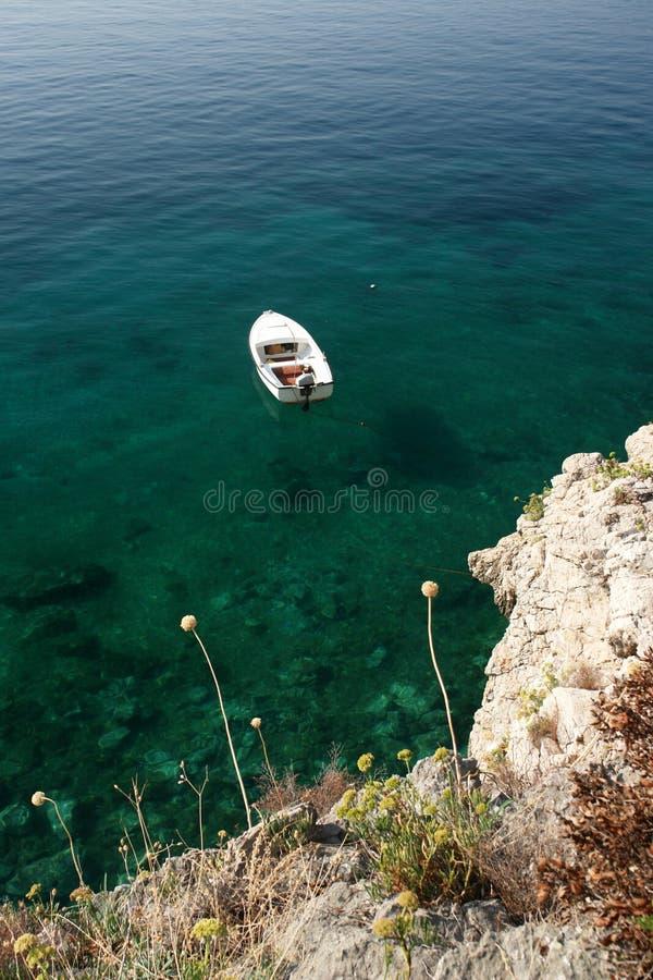 Download Barca fotografia stock. Immagine di roccia, baia, estate - 7324292