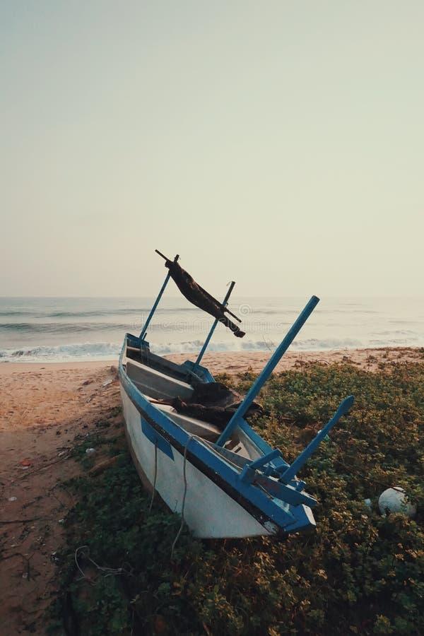 Barca abbandonata immagini stock