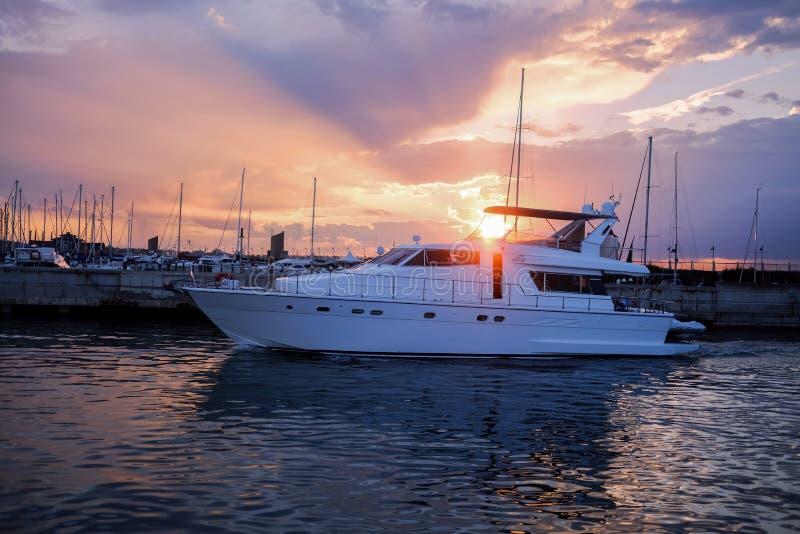 Barca al porto fotografia stock libera da diritti