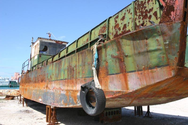 Barca in bacino di carenaggio immagine stock
