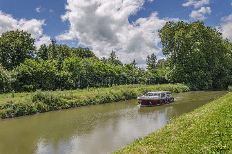Barca in canale immagini stock