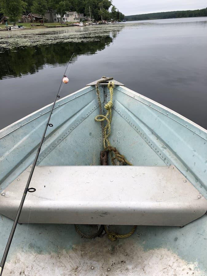 Barca con la canna da pesca fotografie stock