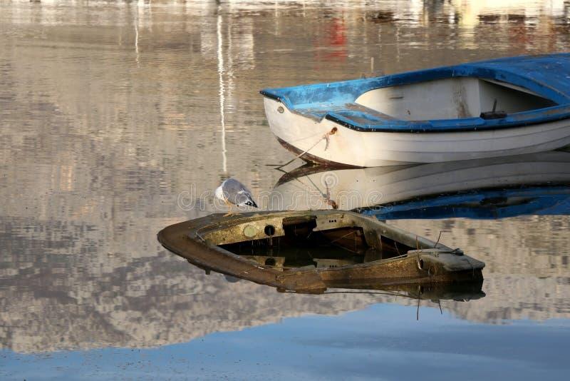 Barca d'affondamento immagine stock