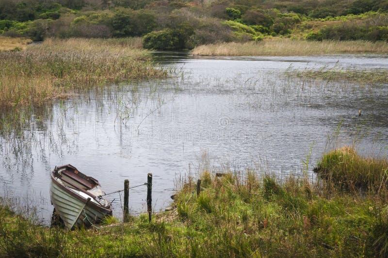 Barca d'affondamento fotografie stock libere da diritti