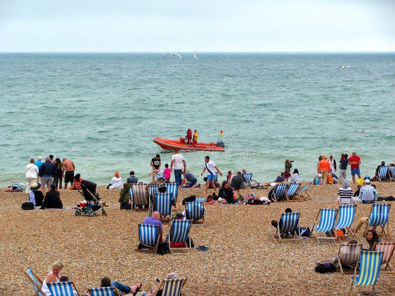 Barca del bagnino a Brighton Beach, Inghilterra fotografia stock