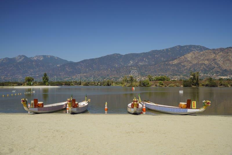 Barca del drago a Santa Fe Dam Recreation Area immagini stock libere da diritti