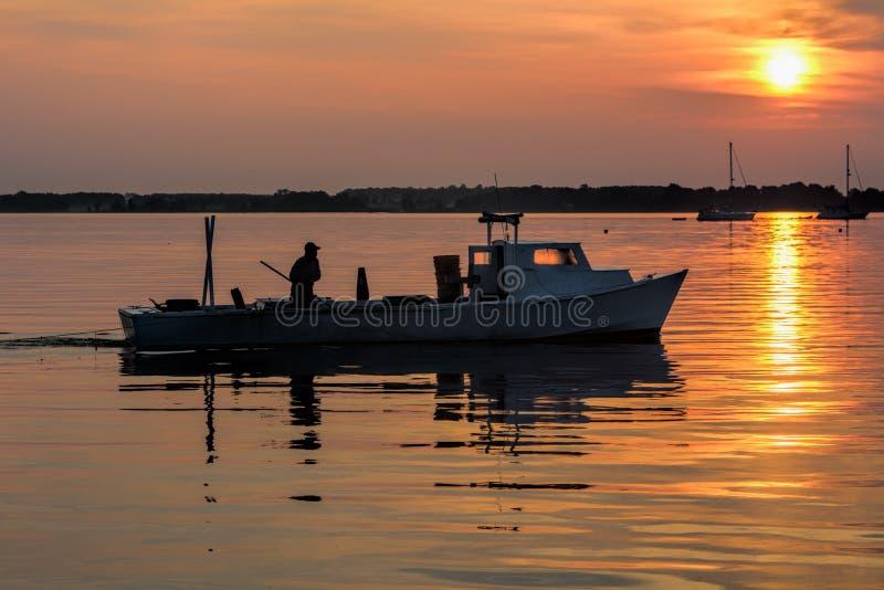 Barca del granchio ad alba immagine stock