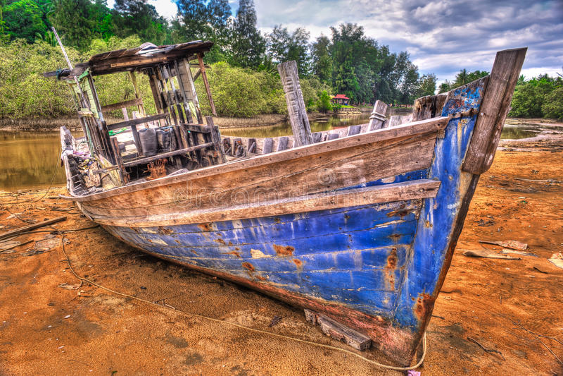 Barca del pescatore abbandonata HDR fotografia stock