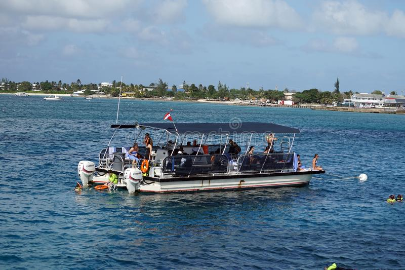 Barca del pontone a grande Caymen fotografia stock