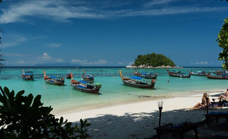 Barca di giro nella spiaggia Isola di Koh Lipe - Tailandia fotografia stock