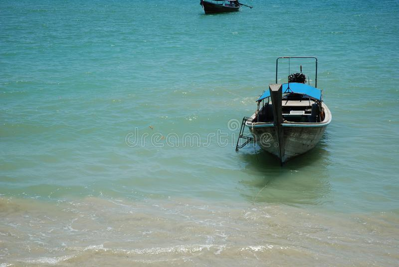 Download Barca Di Longtail Alla Riva Fotografia Stock Editoriale - Immagine di barca, thailand: 117979148