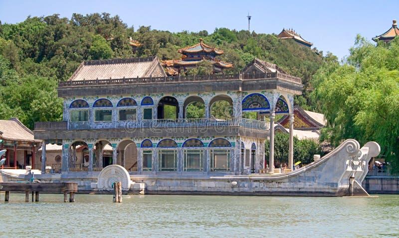 Barca di marmo anche conosciuta come la barca di purezza e di facilità nel palazzo di estate, Pechino, Cina fotografia stock