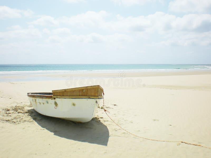 Barca di rematura abbandonata fotografie stock libere da diritti